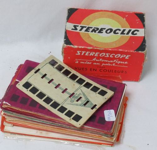 Visionneuse stéréoscopique en résine. Dans sa boîte. On y joint des cartes.