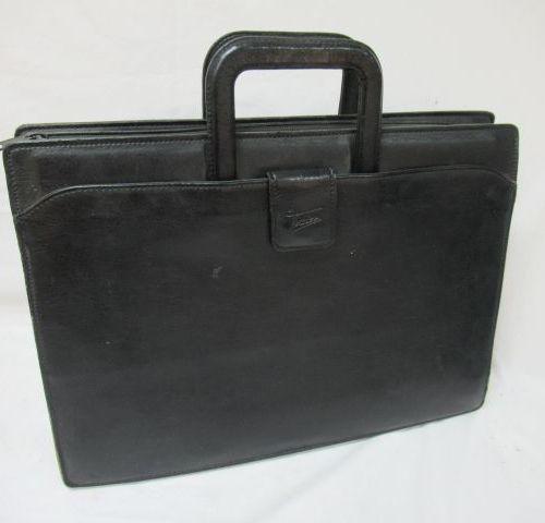 TEXIER Serviette en cuir noir. 31 x 42 x 11 cm (usure)