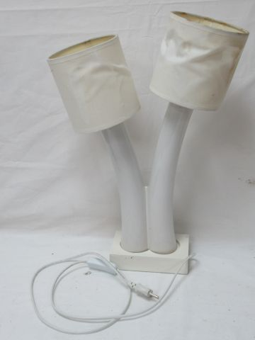 Amusant lampe en céramique et bois. (abat jours très abîmés). 48 cm