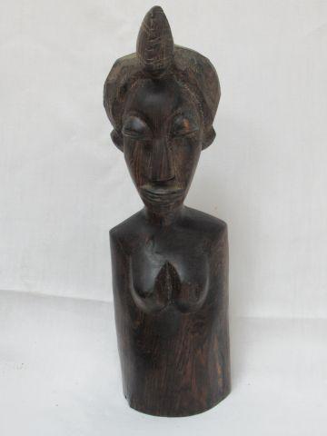 AFRIQUE Sculpture en bois, figurant un buste féminin. Haut.: 29 cm