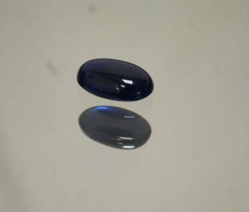 Saphir, cabochon, traité, 15,5 carats