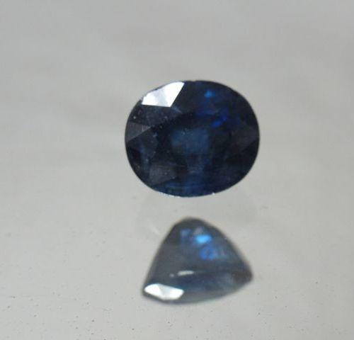 Saphir bleu. 11,51 carats. Avec son certificat.