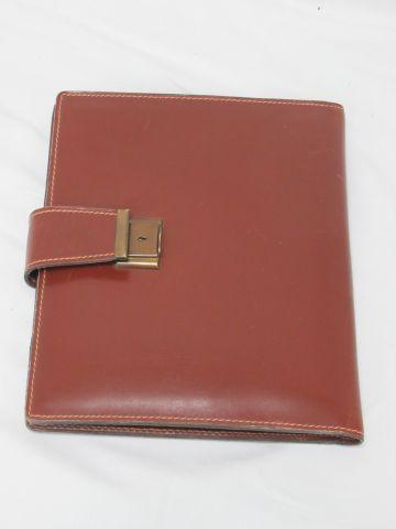 LANCEL Porte documents en cuir marron. 23 x 20 cm (usures, trace de stylo)