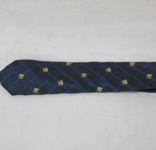 KENZO Cravate en soie, à décor de fleurs.