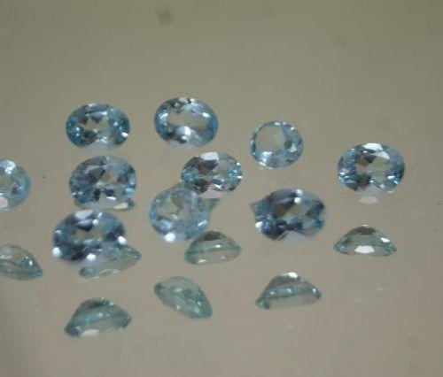Lot de topazes bleues ovales et facetées, environ 20 carats en tout