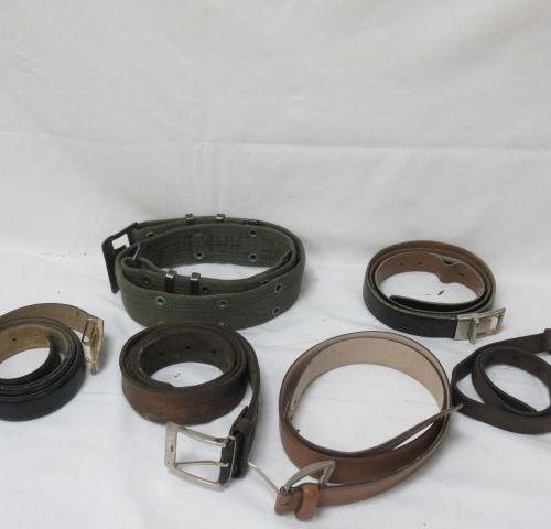 Lot de ceintures en cuir et tissu. (usure)