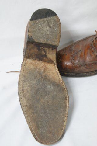 WESTON Paire de chaussures en cuir. Long.: 28 cm (état d'usage). Avec des embauc…