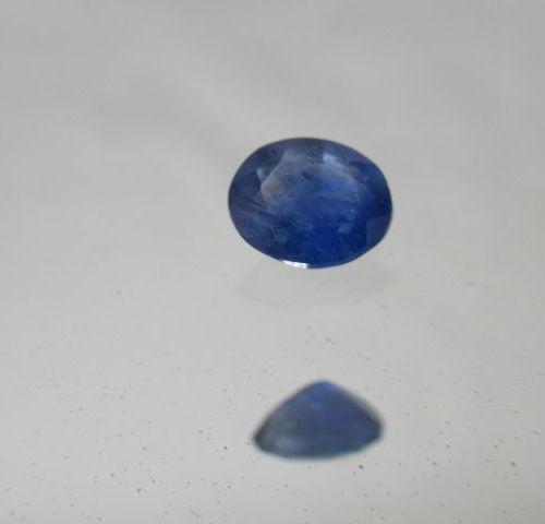 Saphir bleu du Sri Lanka. 1,07 carats. Avec son certificat.