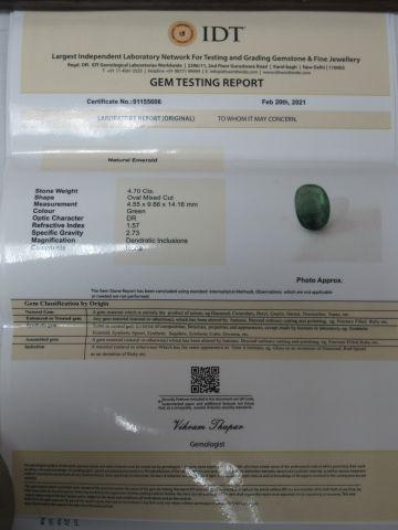 Emeraude. Poids : 4,70 carats. Avec son certificat.