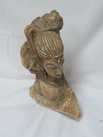 AFRIQUE Sculpture en pierre figurant un buste féminin. Haut.: 25 cm