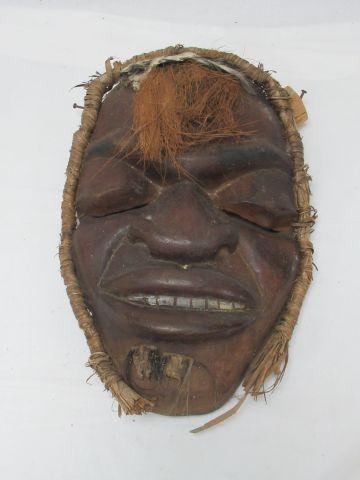 AFRIQUE, masque en bois sculpté figurant un personage masculin, 43 x 29 cm.