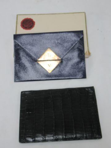 KLEIN Petite pochette en cuir bleu. Fermoir en argent. Chiffré LV. 14 cm Dans sa…