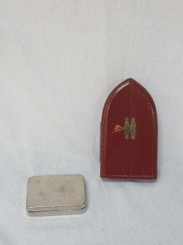 LITURGIE Lot comprenant des médailles (dont certaines en argent), des chapelet, …