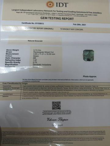 Emeraude. Poids : 5,73 carats. Avec son certificat.
