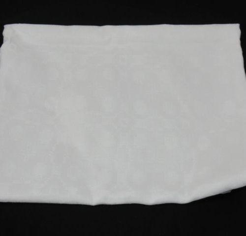 Nappe en coton damassé blanc. 170 x 170 cm (à nettoyer)