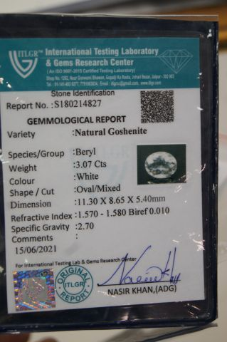 Goshenite, ovale. 3,07 carats. Avec son certificat.