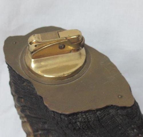 Briquet de table en corne. Long.: 34 cm