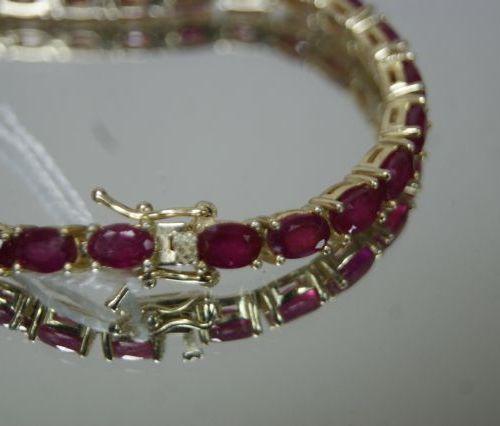 Bracelet en vermeil, serti de rubis. Poids brut : 17,16 g
