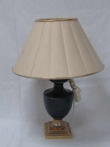 DESCHUYTENER Pied de lampe en céramique et résine dorée. Avec son abat jour. Hau…