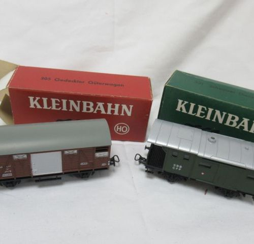 KLEINBAHN Lot de deux modèles réduits de wagons machandises en résine. Réf: 305 …