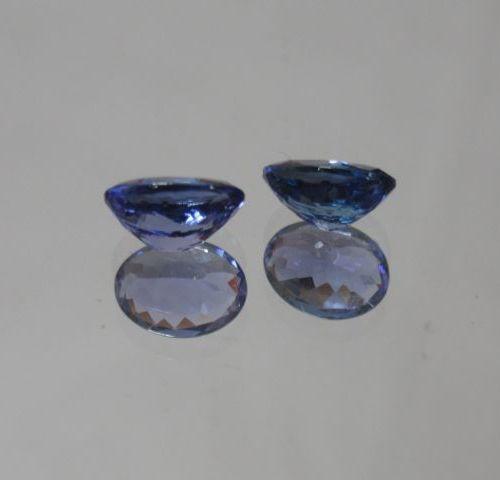 Appairage de tanzanites taille ovale sur papier  Poids:2.53 cts  Accompagnées d'…