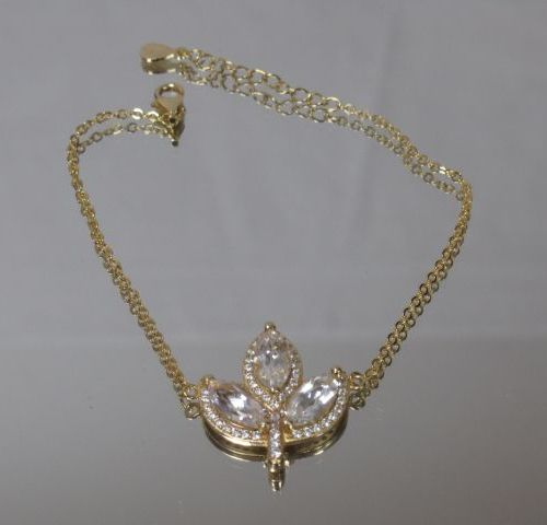 Bracelet en vermeil avec un motif de feuille sertie de trois cristaux de roche t…