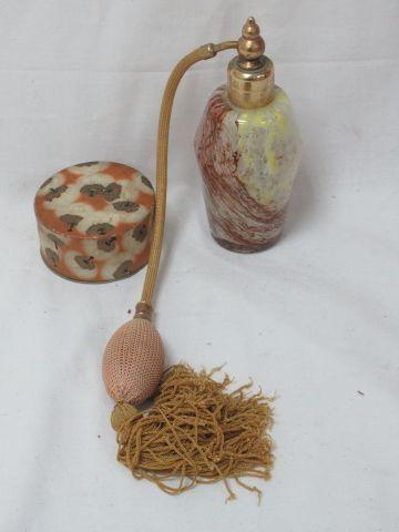 Dans le goût de Murano, vaporisateur en verre coloré et métal. 15 cm On y joint …