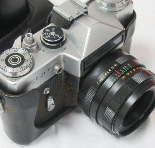ZENITH Appareile photo, modèle EM. Avec son objectif Helios 44m 2/58. Circa 1980…
