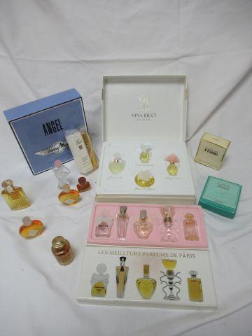 Lot de miniatures de parfums (pleines). On y joint deux vaporisateurs vides.