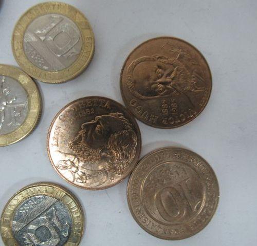 FRANCE Lot de pièces de 10 francs en métal. Circa 1980.