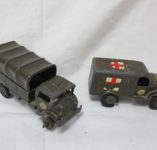 MINIAR Lot de deux modèles réduits en métal laqué, figurant des véhicules milita…