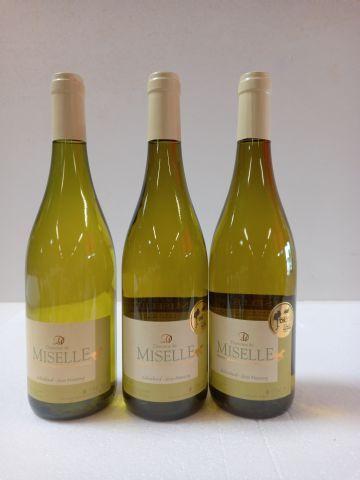 3 bouteilles de Domaine de Miselle. 2016. Médaillé d'Or. Domaine de Chavelier. P…