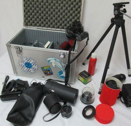Lot comprenant un appareil photo Minolta avec objectif MD Rokkor 50mm 1:1 17, un…