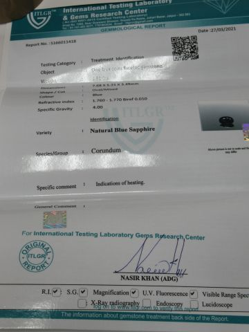 Saphir bleu, 1,31 carats. Avec son certificat.