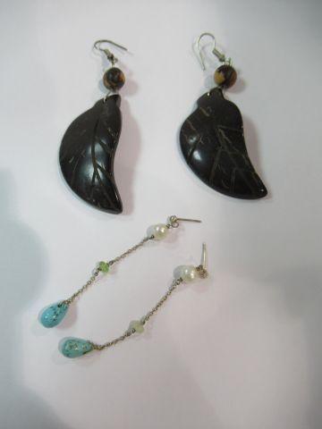 Paire de pendants d'oreilles en argent ornée de perles de cultures et turquoise …