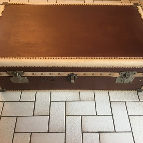 Grande et ancienne malle valise. 58x100cm H 35cm (restaurée)