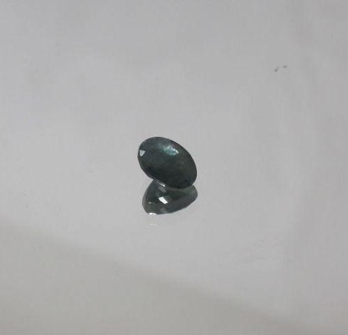 Saphir bleu/vert. Ovale. Poids : 1,76 carats. Avec son certificat