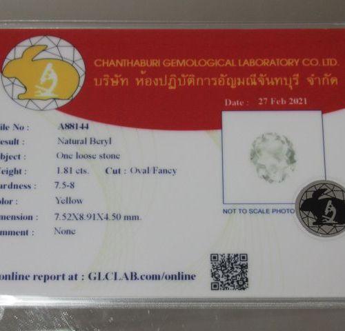 Béryl jaune taille ovale sur papier  Poids:1,81 ct  Accompagné d'un certificat G…