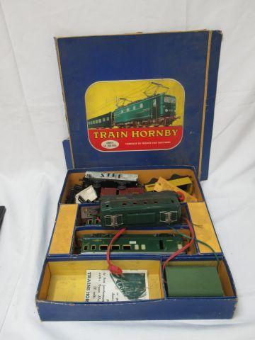 HORNBY MECCANO Ensemble en tôle laquée, comprenant une locomotive, 2 wagons voya…