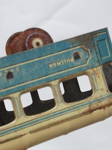 JEP Wagon voyageur en tôle laquée. Long.: 14 cm Circa 1930 (usure, rouille)
