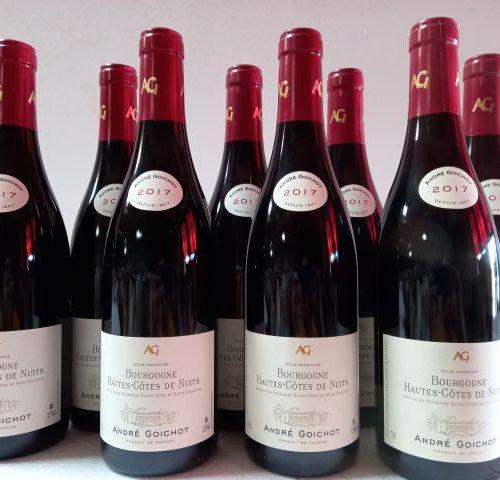 8 bouteilles de Hautes Côtes de Nuits. 2017. Bourgogne. André Goichot.