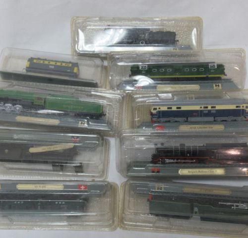 Lot de 10 locomotives et wagons en résine. Echelle. 1:160e. Dans leur boîtes.