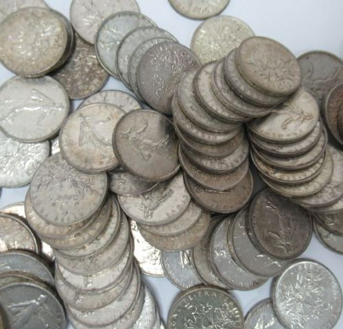 Lot de 79 pièces de 5 francs Semeuse en argent. Circa 1960. Poids : 952 g