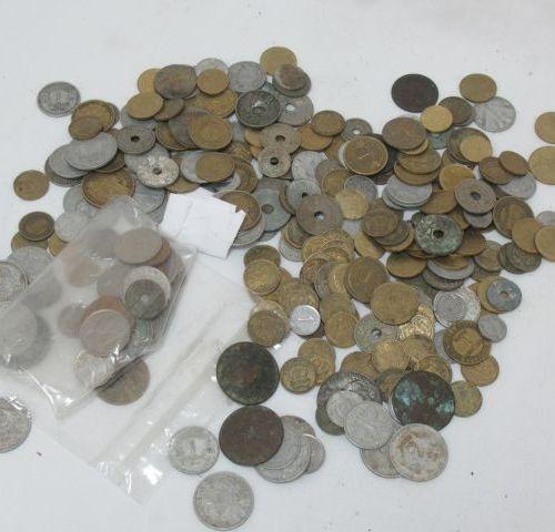 MONDE Lot de pièces.