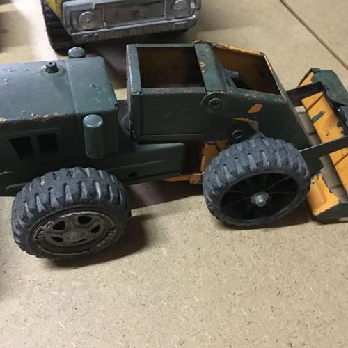 Lot de véhicules jouets en métal JOUSTRA, TONKA années 70, camion benne L 28cm, …