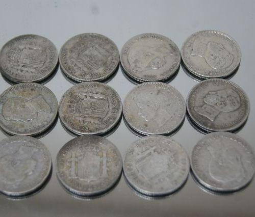 Lot de 12 monnaies espagnoles en argent. Alphonse XIII. Poids : 58 g (usure)