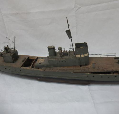 Maquette de navire en bois. (usure, manques). Long.: 97 cm