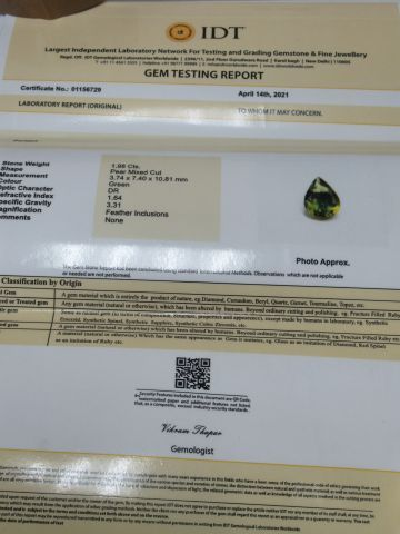 Péridot, 1,98 carats. Avec son certificat.
