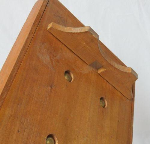 Jeu en bois. Circa 1950. Long.: 55 cm (sans sa boule)