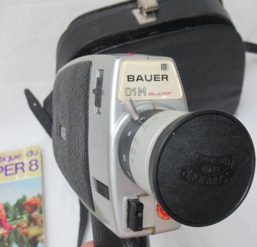 BAUER Caméra Super 8. Dans son étui. On y joint un manuel.